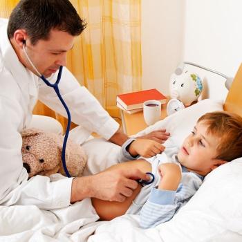 Дитина після прийому антибіотиків: симптоми порушень мікрофлори, лікування